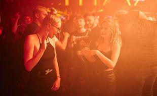 Des clubbeuses en Suisse à la réouverture des discothèques à Lausanne, en juin 2021 (photo d'illustration)