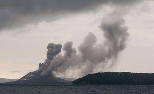 L'éruption du volcan Anak Krakatoa a provoqué un tsunami meurtrier, ravageant des côtes indonésiennes situées à cinquante kilomètres du cratère.