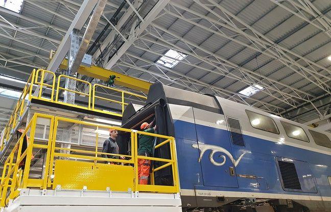Une voiture de TGV en cours de rénovation.