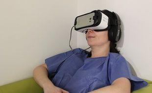 Au centre anti-cancéreux Léon Bérard de Lyon, les patients utilisent un programme d'auto-hypnose avant de se faire opérer, pour réduire leur anxiété.