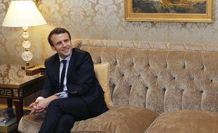 Emmanuel Macron lors de sa rencontre avec l'ex-secrétaire d'Etat américain John Kerry le 3 mars 2017.