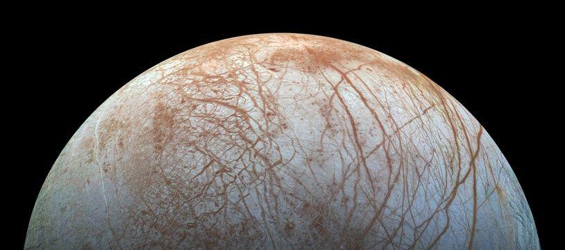 Europa, une des lunes de Jupiter, photographiée par la Nasa.
