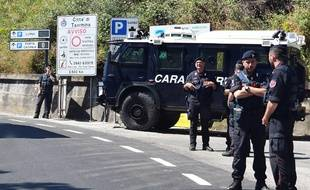 Des carabiniers italiens (Illustration)
