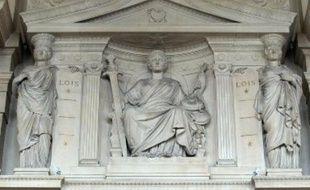 Cariatides de l'un des frontons de la Cour d'Assises de Paris.