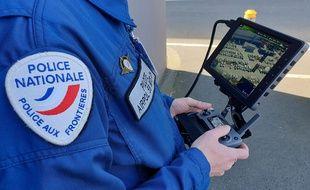 Un pilote de drone de la police nationale à Lille.