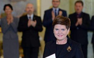 Beata Szydlo, candidate du parti conservateur Droit et Justice (PiS), majoritaire au Parlement, a été désignée le 13 novembre 2015 à Varsovie