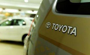 Un véhicule Toyota exposé dans un showroom le 13 mai 2015 à New Delhi