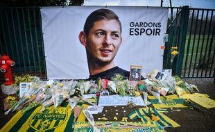 A Nantes, les hommages continuent.