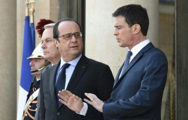 François Hollande et Manuel Valls sur le perron de l'Elysée le 12 mars 2016 à Paris