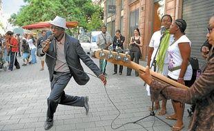 Outre sur des scènes officielles, des musiciens se produiront aussi en pleine rue.