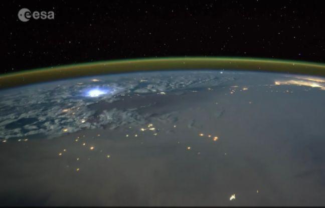 L'astronaute britannique Tim Peake a filmé des éclairs depuis l'espace.