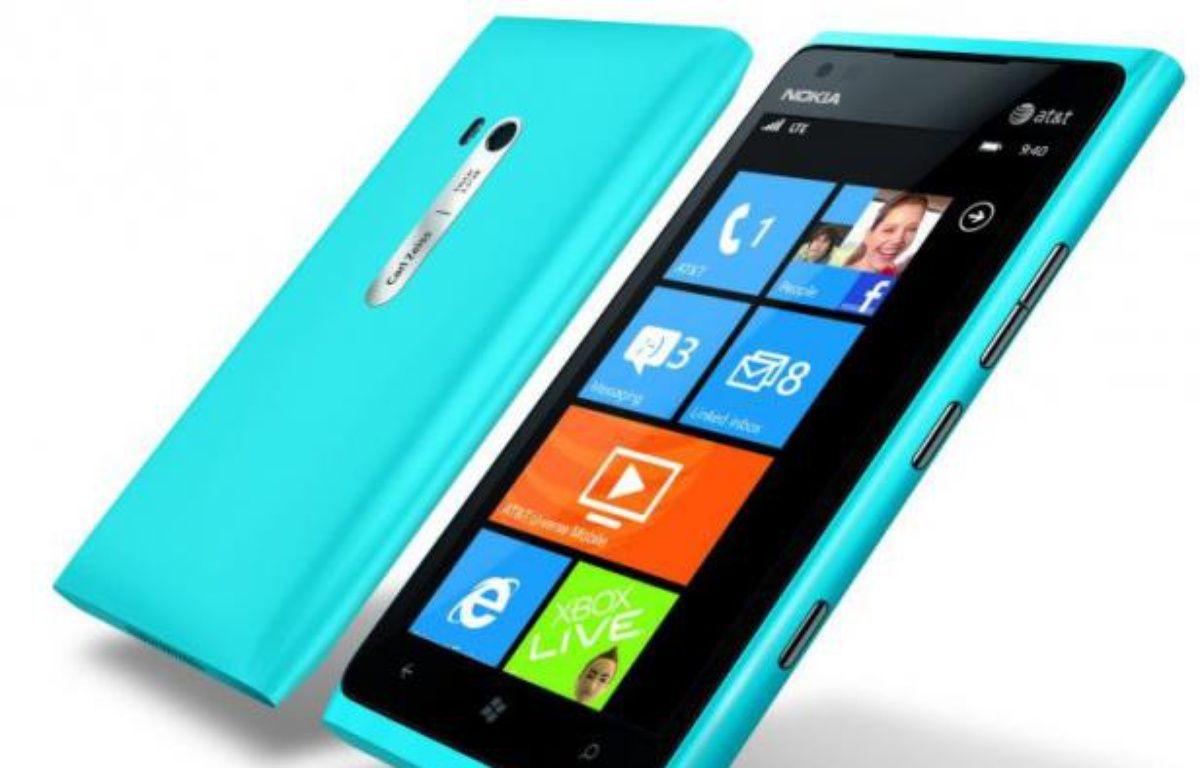 Le Nokia Lumia 900, présenté le 9 janvier 2012 au CES de Las Vegas, dont la date de sortie pour l'Europe n'a pas été précisée. – NOKIA