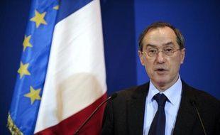 """Le ministre de l'Intérieur Claude Guéant a annoncé lundi la dissolution d'un groupuscule islamiste, Forsane Alizza, jugeant """"insupportable que dans notre pays un groupement forme des personnes à la lutte armée""""."""
