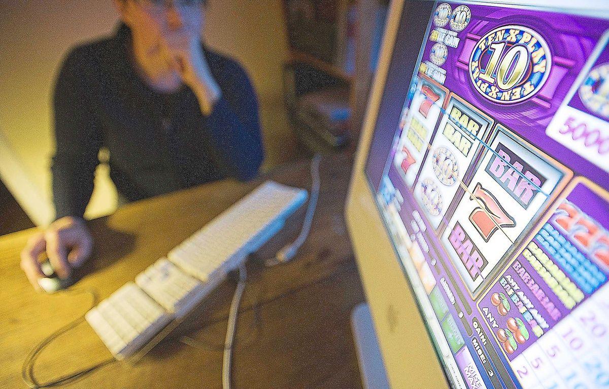 Disponibles 24h/24, les jeux d'argent sur Internet provoquent et entretiennent l'addiction. – JS Evrard / Sipa