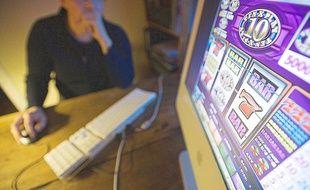 Disponibles 24h/24, les jeux d'argent sur Internet provoquent et entretiennent l'addiction.