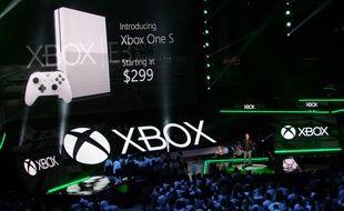 Avec un design plus compact, la Xbox One S sera lancée en août 2016, à 299 euros.