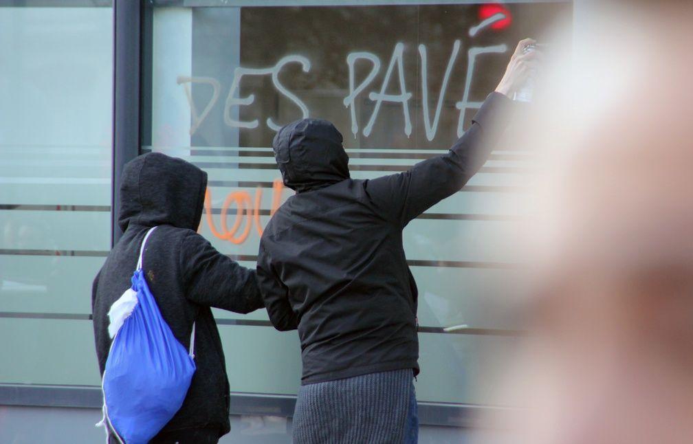 Quelques manifestants ont tagué les murs des commerces de la ville - C. Allain / APEI / 20 Minutes