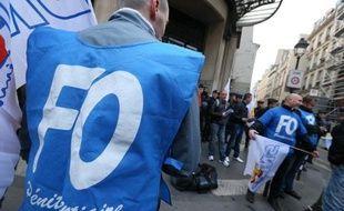 Environ 300 surveillants de prison, poursuivant leur mobilisation entamée début avril, se sont rassemblés jeudi à l'appel de FO-Pénitentiaire près de la maison d'arrêt de la Santé à Paris pour réclamer plus de moyens et mettre sous pression le prochain gouvernement, a constaté une journaliste de l'AFP.