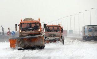 Le bilan humain et matériel du grand froid qui semble devoir persister au moins jusqu'à la semaine prochaine en Europe s'est encore alourdi mardi, surtout dans l'est du continent, dépassant les 450 morts, toutes causes confondues.