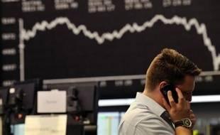 Les bourses asiatiques s'écroulaient de nouveau vendredi, paniquées par la chute de Wall Street, à quelques heures d'une réunion cruciale des grands argentiers du Groupe des Sept.