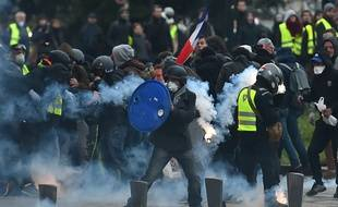 Manifestants pendant un défilé de «gilets jaunes» à Nantes le 5 janvier 2019.
