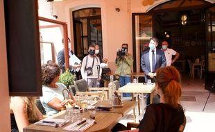 Le maire de Nice, Christian Estrosi, en visite auprès des restaurateurs niçois.