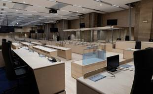 Après plus d'un an de travaux, la gigantesque salle d'audience qui doit accueillir à partir du 8 septembre 2021 le procès des attentats du 13-Novembre, est terminée.