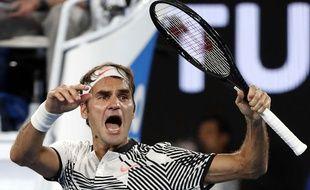 Roger Federer fête sa victoire contre Kei Nishikori le 22 janvier 2017.