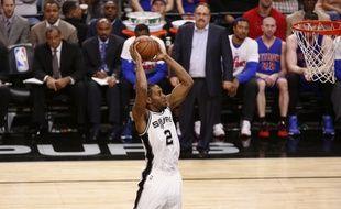 Kawhi Leonard et les San Antonio Spurs sont sur une impressionnante série de 38 victoires de suite à domicile en NBA.