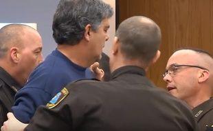 Un père de famille s'est jeté sur Larry Nassar lors du procès de ce dernier, accusé d'abus sexuels, le 2 février 2018.