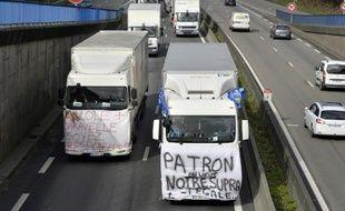 Des employés du transporteur routier MoryGlobal, manifestent le 31 mars 2015 sur le périphérique de Nantes