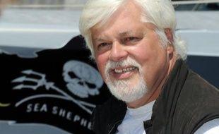 """Le député européen José Bové a dénoncé mardi l'arrestation """"hallucinante"""" par la justice allemande de Paul Watson, le fondateur de l'organisation écologiste Sea Shepherd, à la demande du Costa Rica."""