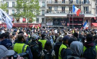 Le défilé du 1er mai 2019 à Paris à l'appel des syndicats CGT, FO, FSU, Solidarité, UNEF et UNL, de Montparnasse à la Place d'Italie, avec la présence des « gilets jaunes », sous une surveillance importante de la police.