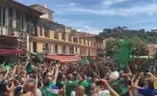 Les Nord-Irlandais chantent à Nice le 12 juin 2016.