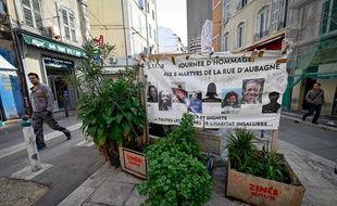 Une affiche rendant hommage aux victimes de la rue d'Aubagne, le 25 octobre 2019 à Marseille.