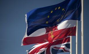Les drapeaux de l'Union européenne, de Gibraltar et du Royaume-Uni, à Gibraltar le 28 mars 2017.