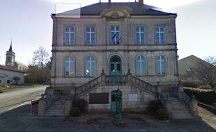 La fontaine Wallace devant la mairie de Souilly. Capture d'écran Google Street view