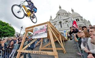 Hier après-midi, quatorze des meilleurs VTTistes français et étrangers ont dévalé la butte Montmartre.
