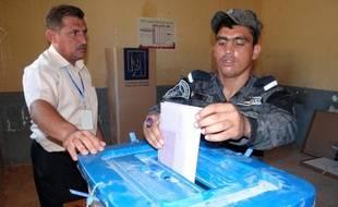 Les Irakiens élisaient jeudi, sous la surveillance étroite des services de sécurité, leurs conseillers provinciaux à Ninive et Al-Anbar, des régions à majorité sunnite qui manifestent depuis des mois contre le Premier ministre chiite.