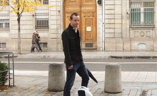 Le 18/11/2014 à Lyon. Des ingénieurs lyonnais ont créé le monowheel, une roue électrique qui permet de se déplacer en ville. L'usage de ce monocycle, très répandu en Orient, est peu développé en France.