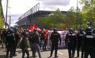 Les forces de l'ordre ont repoussé les manifestants au niveau du Roazhon Park.