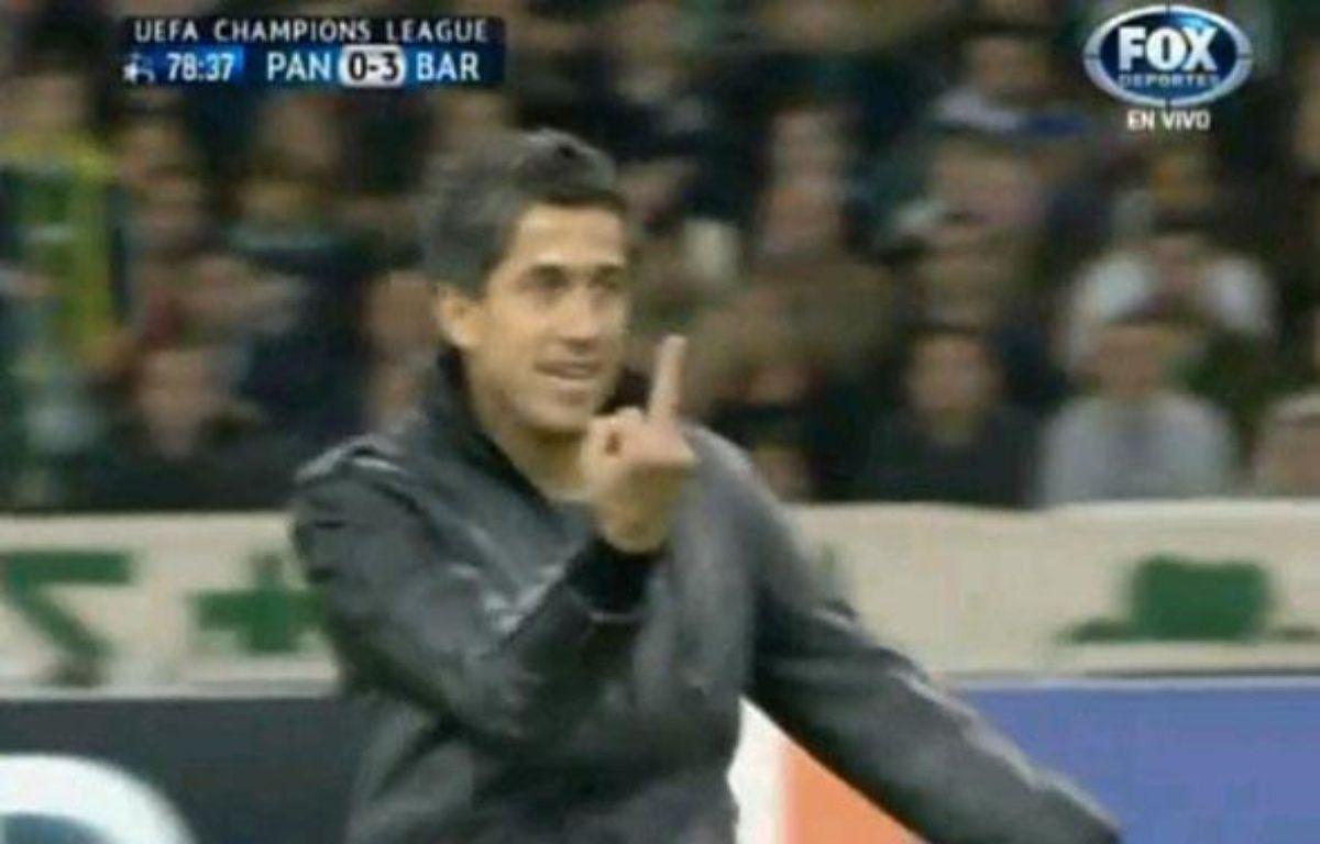 Capture d'écran du streaker faisant un doigt d'honneur à Messi – Capture d'écran 20 minutes
