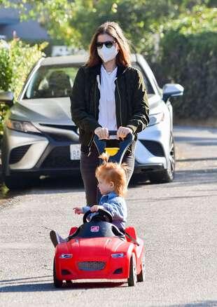 Kate Mara et sa fille à Los Angeles, le 4 janvier 2021