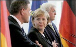 La demande d'intervention de la Bundeswehr, qui doit prendre le commandement de la force maritime internationale de surveillance des côtes avec un maximum de 2.400 soldats soldats allemands, émane à la fois de l'Etat hébreu et du Liban, a insisté Angela Merkel à l'issue d'une réunion du gouvernement.