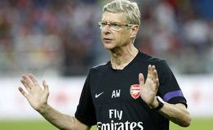 Arsène Wenger avant un match d'Arsenal lors de la préparation estivale, le 23 juillet 2012 en Malaisie.