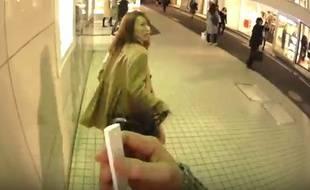 «Kisses in Tokyo», une vidéo pour promouvoir un appareil de traduction automatique.