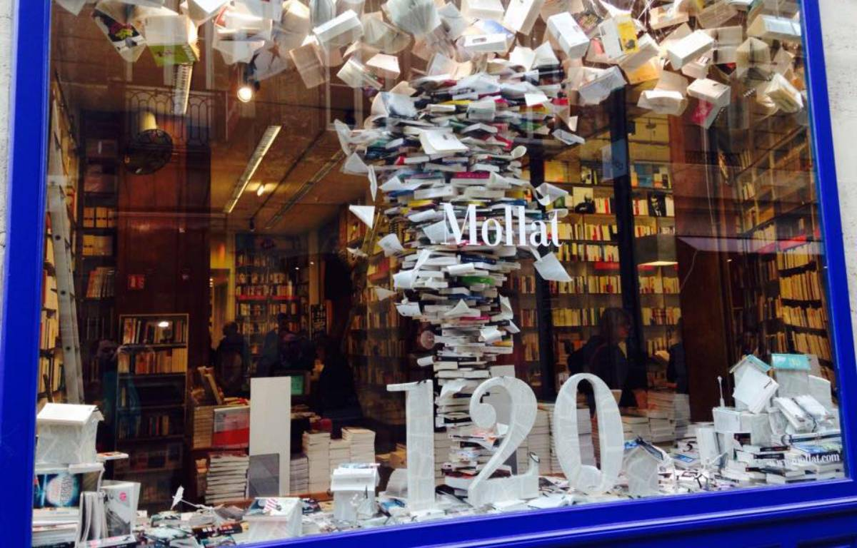 La vitrine de la librairie Mollat pour ses 120 ans.  – M.Bosredon / 20 Minutes