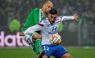 Jordan Ferri à la lutte avec Renaud Cohade lors de Saint-Etienne-Lyon le 30 novembre 2014.