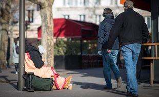 Un mendiant sur un trottoir, le 22 février 2019, à Paris (12e).