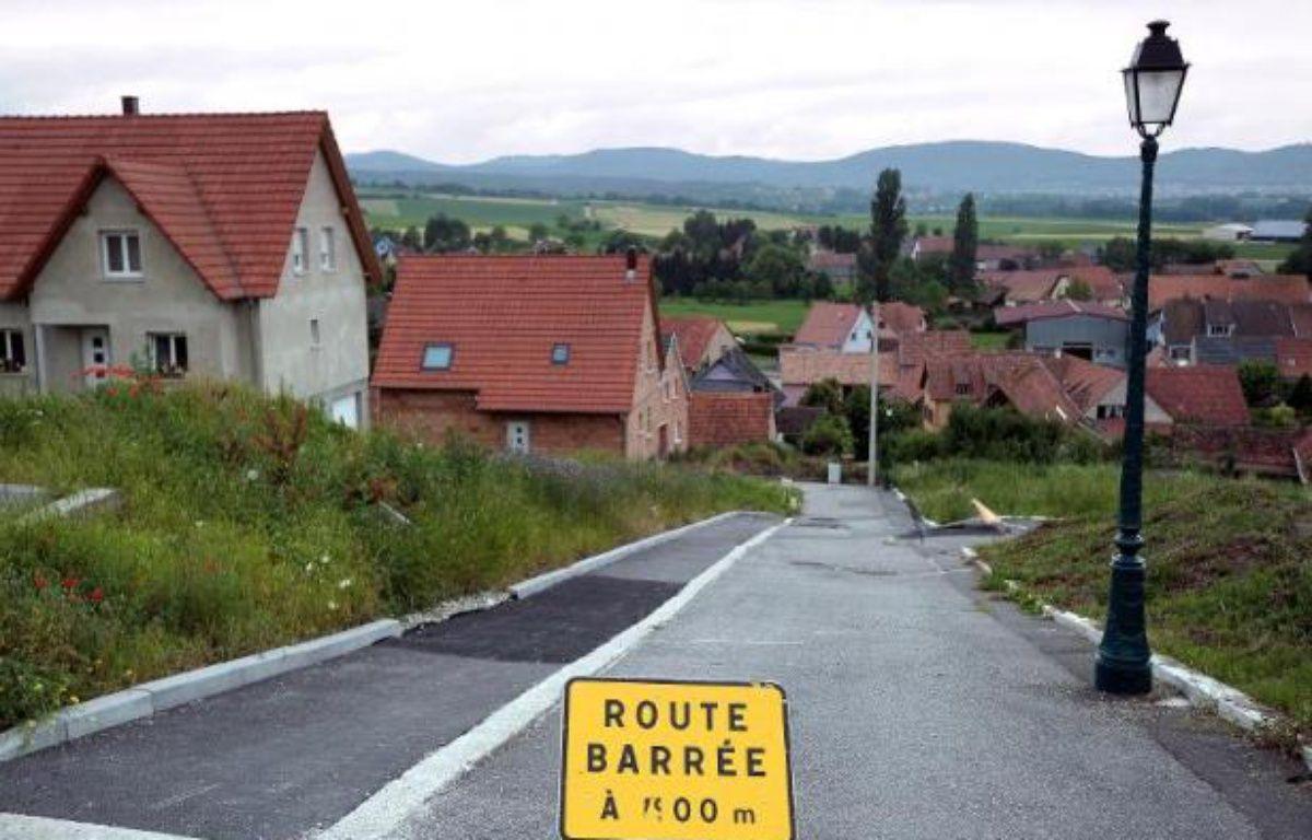 A Lochwiller, un village alsacien où un forage géothermique a fait gonfler le sol et endommagé des dizaines de maisons, les sinistrés toucheront prochainement de premières indemnisations, mais cette mesure ne règle pas tout, s'inquiètent les habitants. – Frederick Florin AFP